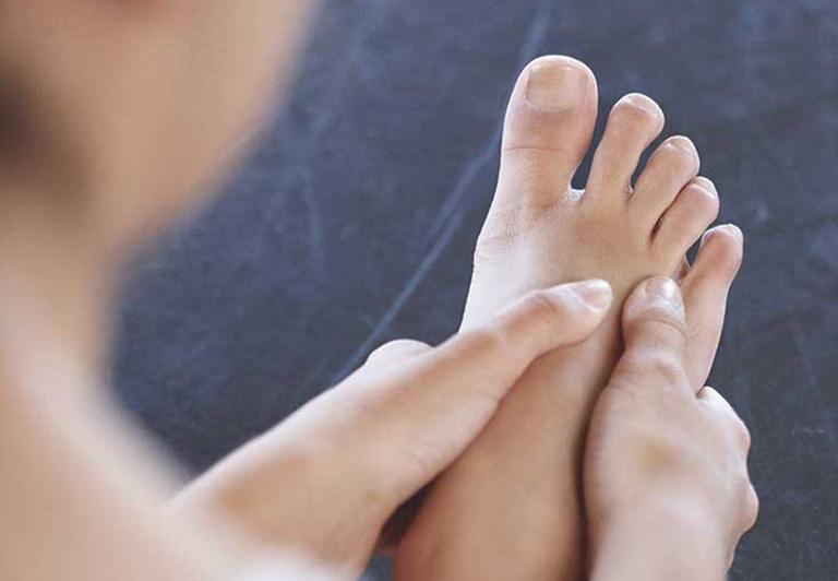 nổi u ở mu bàn chân