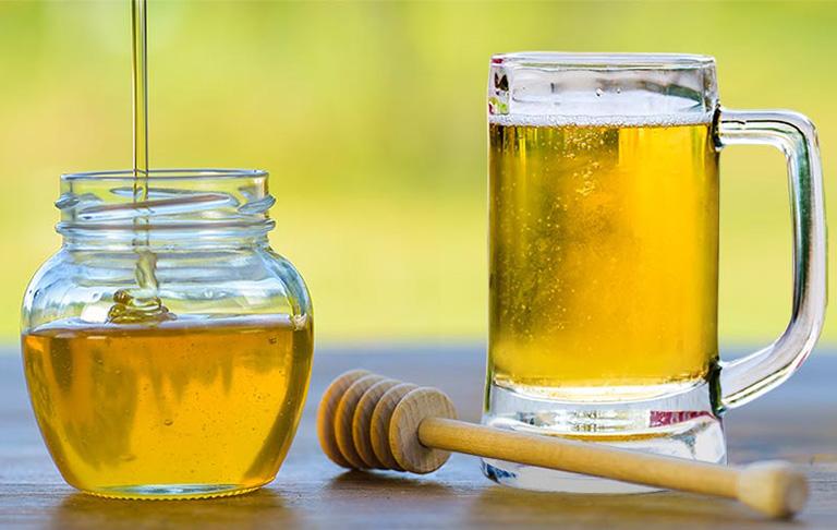 dùng bia trị nấm da đầu