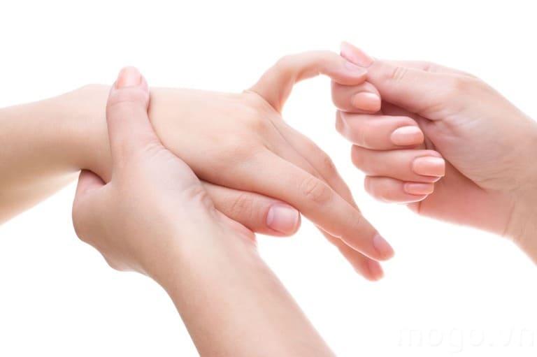 Nổi cục ở đốt ngón tay là bệnh gì?