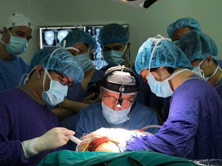 phẫu thuật chữa thoái hóa khớp bàn tay