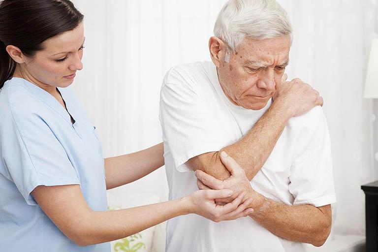 triệu chứng thoái hóa khớp ở người cao tuổi