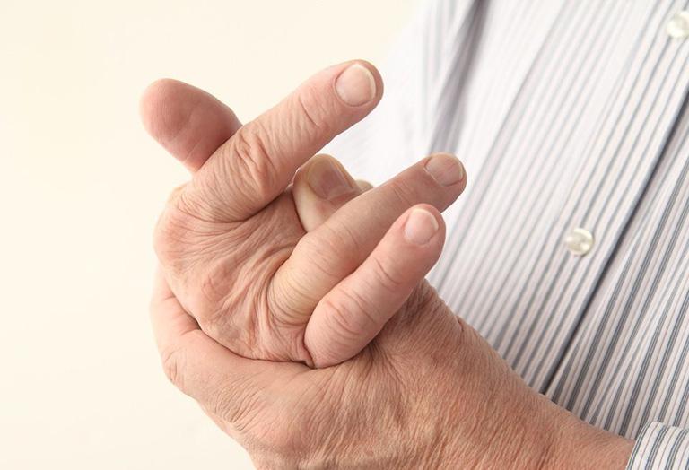 chữa đau khớp ngón tay