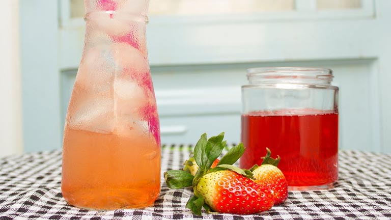 uống nước dâu tây tốt cho thận