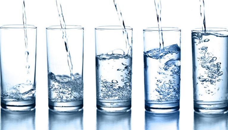 Uống nước nhiều có hại cho thận không?