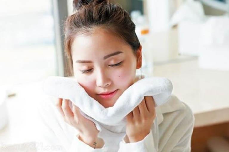 cách trị viêm da tiếp xúc dị ứng ở mặt