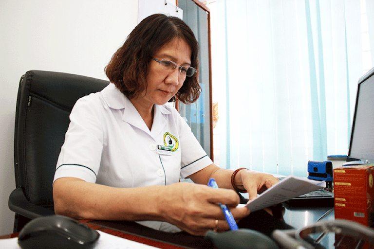 Nghiên cứu và phát triển các giá trị chữa bệnh bằng YHCT là niềm đam mê từ nhỏ của Bs Tuyết Lan