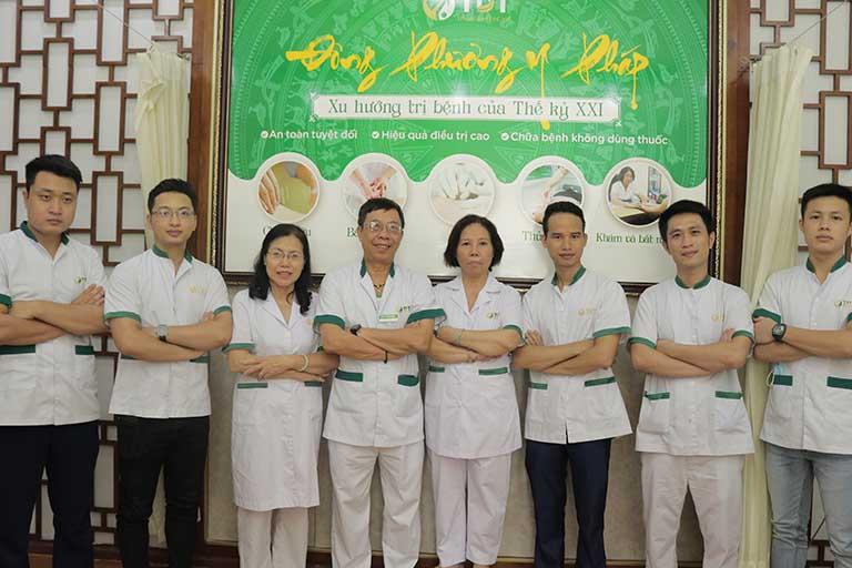 Bác sĩ Doãn Hồng Phương cùng đội ngũ chuyên gia, BS Vật lý trị liệu tại Đông Phương Y pháp Thuốc dân tộc