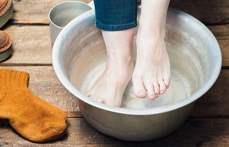 trị nước ăn chân tại nhà