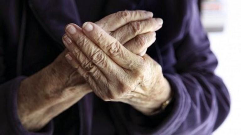 Cứng khớp ngón tay do bệnh gout