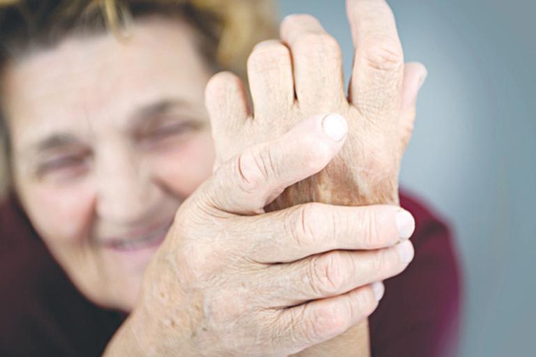 Nguyên nhân gây cứng khớp ngón tay