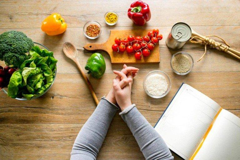 Cứng khớp ngón tay nên ăn gì?