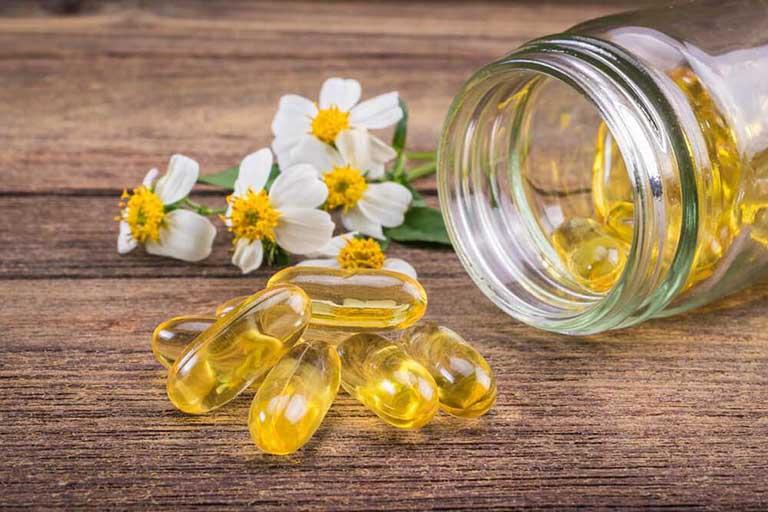 trị Mắt thâm quầng vì mất ngủ bằng vitamin E