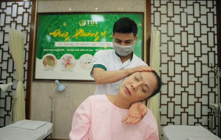 Nghệ sĩ Hương Dung tin tưởng vào phương pháp Vật lý trị liệu tại Trung tâm ĐPYP