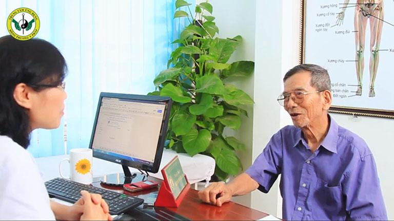 NSƯT Trần Hạnh châm cứu chữa bệnh khớp tại Thuốc dân tộc