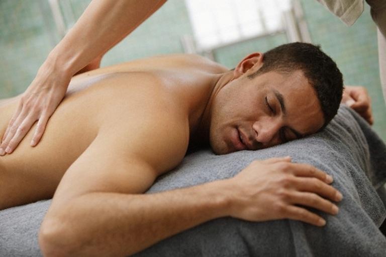 cách chữa đau lưng giữa bằng massage