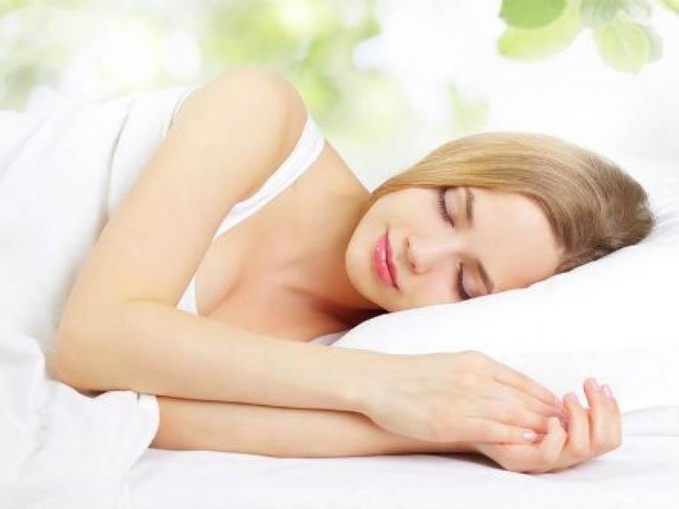 tư thế ngủ giảm đau lưng khi mới thụ thai