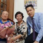 Bác sĩ Hồng Phương và Lương y Quang Hưng tới thăm GS Tài Thu