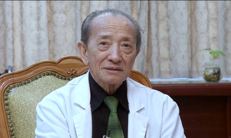 Giáo sư Tài Thu cống hiến hết mình cho nền YHCT