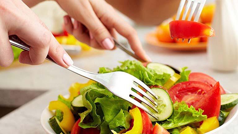 chế độ ăn uống cho người bị viêm đại tràng