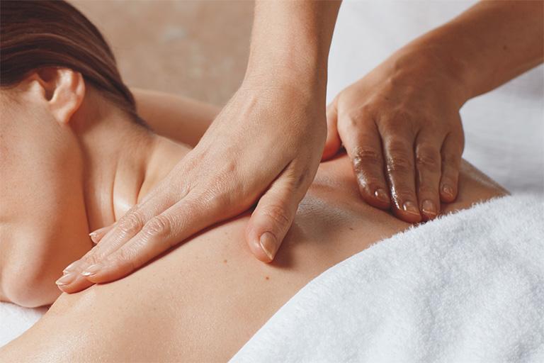 khắc phục chứng đau lưng khi nằm nhiều