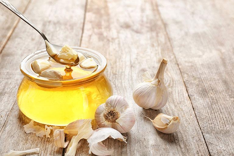 cách dùng tỏi ngâm mật ong chữa viêm xoang