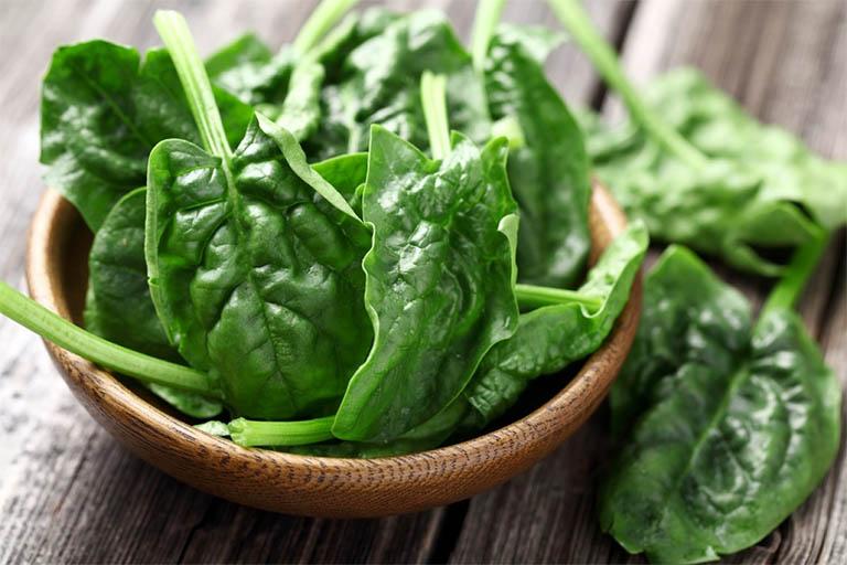 món ăn bài thuốc chữa bệnh từ rau chân vịt