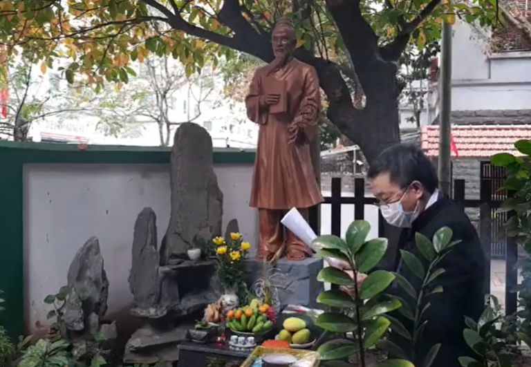 Bác sĩ Lê Hữu Tuấn đại diện đọc di huấn của Hải Thượng Lãn Ông