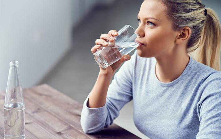 lạc nội mạc tử cung nên uống nhiều nước
