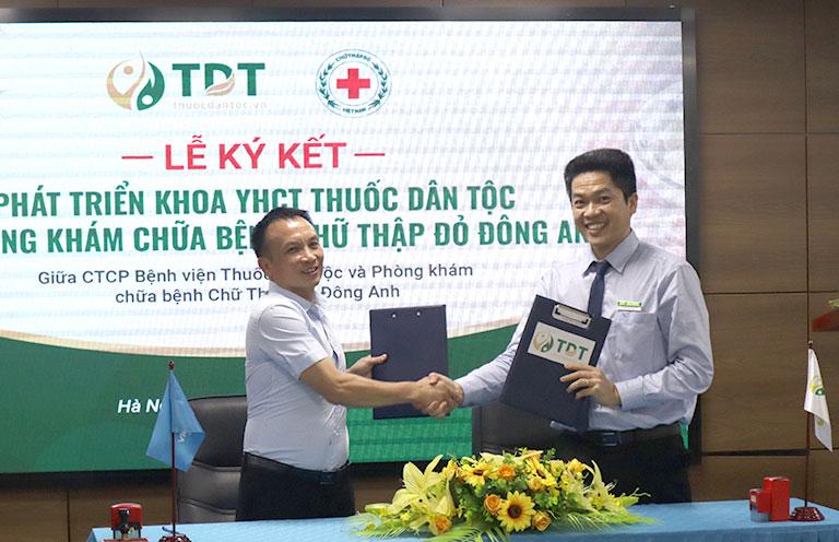 CTCP Bệnh viện Thuốc dân tộc ký thỏa thuận hợp tác với Phòng khám chữa bệnh Chữ thập đỏ Đông Anh