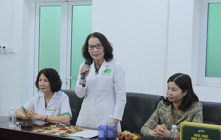 Bác sĩ Lê Thị Phương phát biểu tại buổi lễ