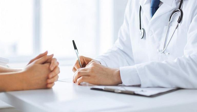 Thăm khám chuyên khoa để được hướng dẫn điều trị viêm bàng quang kẽ đúng cách