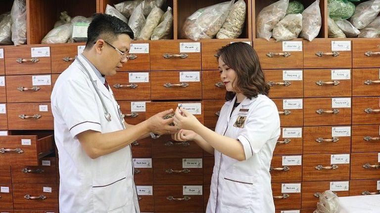 Lương y Tuấn cùng cộng sự nghiên cứu hoàn thiện bài thuốc cổ phương