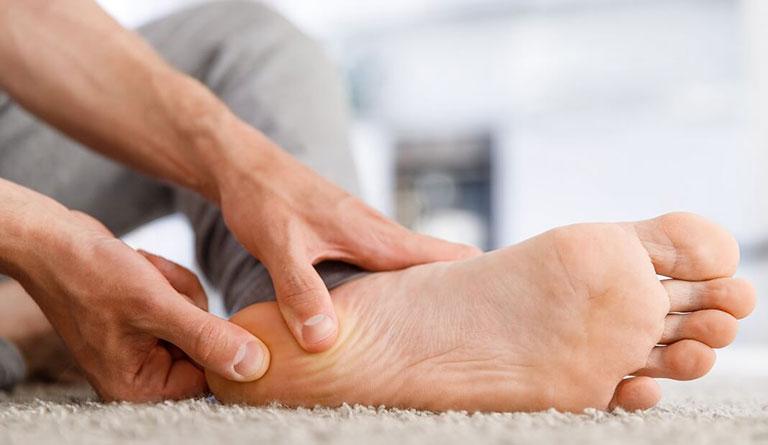 Đau gót chân do thoái hóa xương gót chân