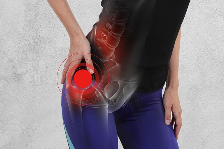 đau khớp háng sau sinh có nguy hiểm không