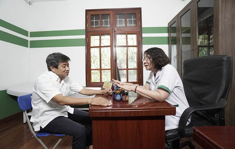Bác sĩ Tuyết Lan chỉ định thuốc Quốc dược Phục cốt khang kiểm soát axit uric