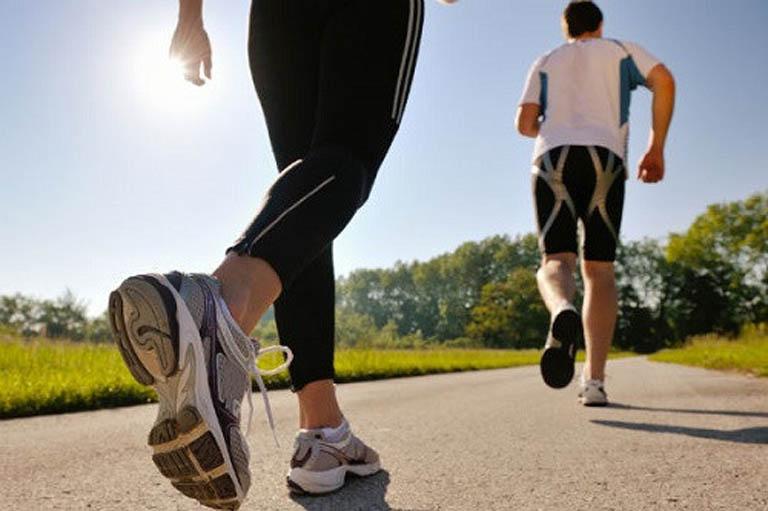 Duy trì thói quen tập luyện thể dục thể thao mỗi ngày là cách phòng ngừa bệnh khá tốt