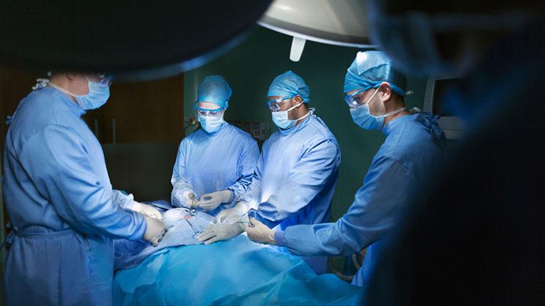 phẫu thuật chữa thoát vị đĩa đệm