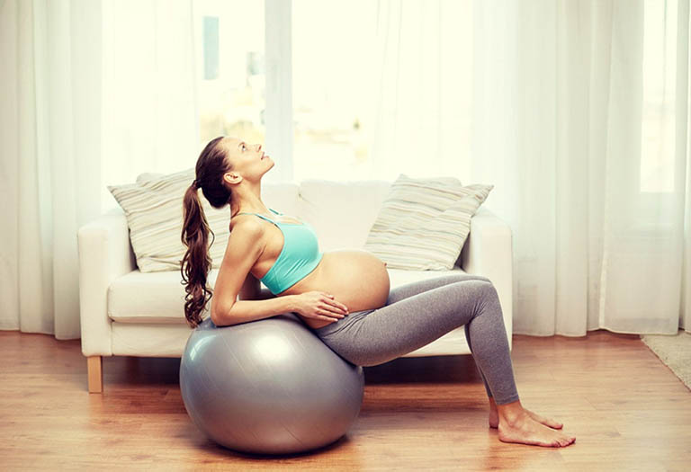 bài tập quả bóng chữa đau khớp háng bên trái khi mang thai