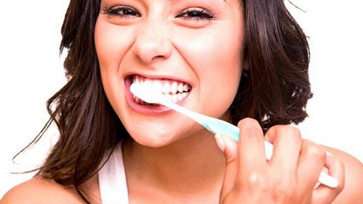 Đánh răng đúng cách để đảm bảo răng miệng luôn khỏe mạnh