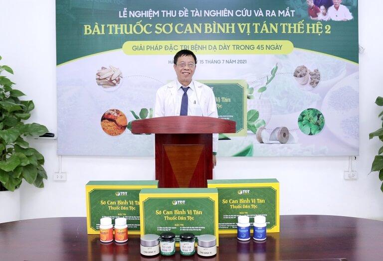 Bác sĩ Tuấn vô cùng hài lòng với kết quả nghiệm thu kết quả của bài thuốc