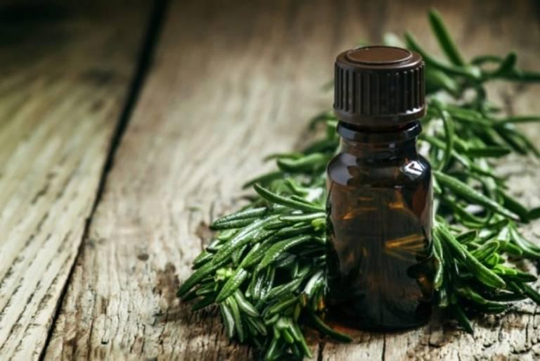 cách chữa viêm lợi trùm tại nhà hiệu quả bằng tinh dầu tràm trà