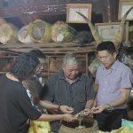 Thầy thuốc ưu tú, bác sĩ Lê Hữu Tuấn và mối lương duyên đặc biệt với bài thuốc xương khớp