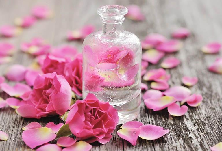 Nước hoa hồng là gì