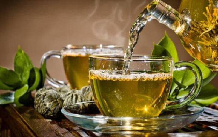 Trong trà xanh có chứa thành phần kháng khuẩn cao giúp tiêu diệt vi khuẩn gây hại trong khoang miệng hiệu quả