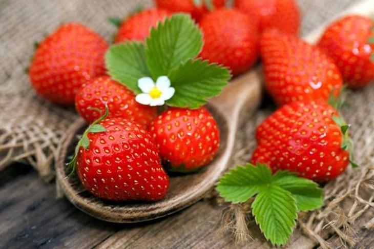 Nên ăn nhiều hoa quả, rau xanh trong thời gian trị bệnh