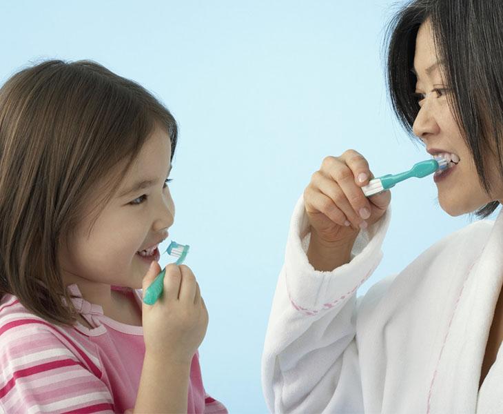 Chú ý chăm sóc răng miệng đúng cách góp phần bảo vệ sức khỏe răng miệng