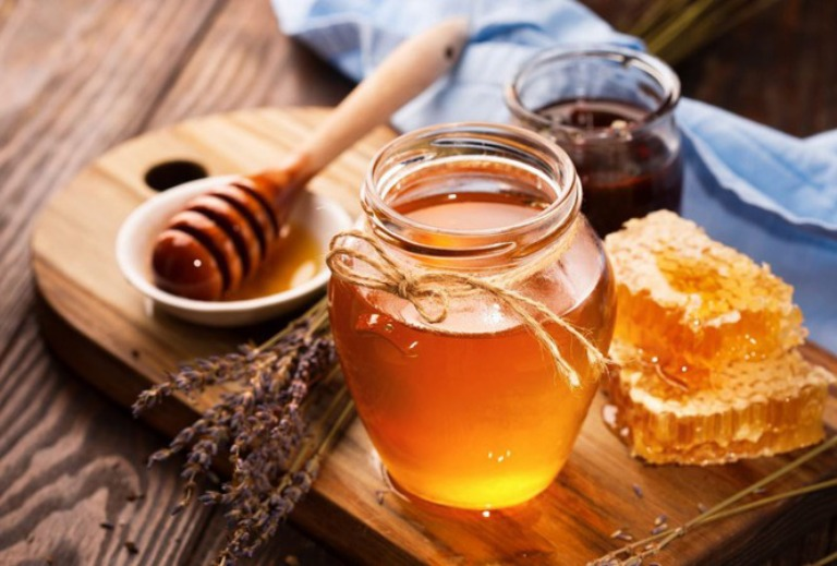 Bị viêm lợi trùm nên ăn mật ong