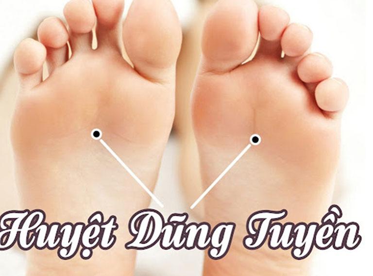 Chữa đau gót chân bằng bấm huyệt